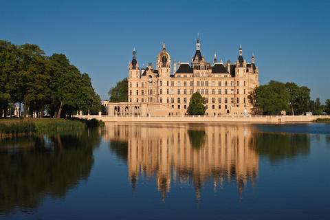 Schweriner Schloss im Sommer